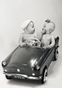 Kleinkinder im Auto